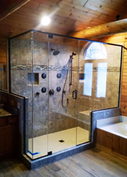 Enclosure with Return Panel shower door